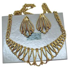 BOOK Vintage Signed Avon 'Guilded Mesh' 1991 Necklace Pierced Earrings Set Unworn Original Box