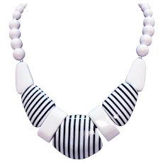 Vintage Black White Laminated Pop Art Chunky Lucite Necklace