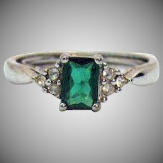 Gorgeous Signed Avon Vintage Ring Simulated Emerald Silver Metal