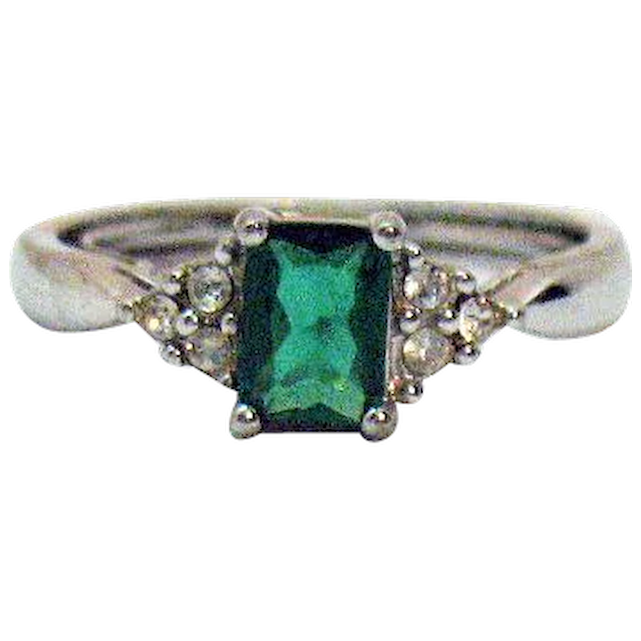 Ring Simulated Emerald Silver Metal