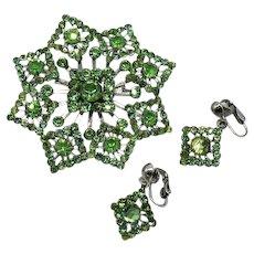 Gorgeous Vintage Peridot Green Rhinestone Brooch Dangle Clip Earrings