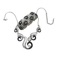 Vintage Modernist Enameled Hammered Metal Rhinestone Necklace Stretch Bracelet Set FREE SHIPPING