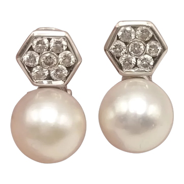 Earrings in 18k White Gold with Diamonds and Cultured Pearls / Vintage Earrings / Omega Clasp / Small Earrings