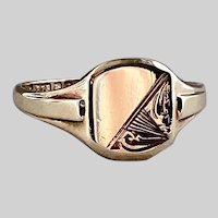 Refined 1950s Victorian Revival 9ct Engraved Signet Ring