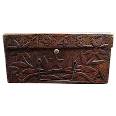 1948 small wooden suitcase - Very nicely engraved with flowers patterns - Monogram RA - French Folk Art -