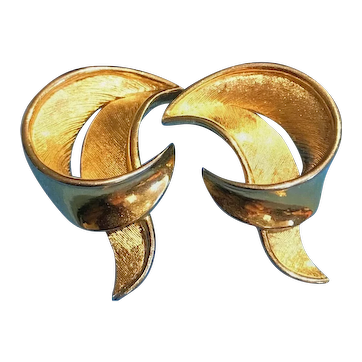 Vintage Trifari Gold-Tone Leaf Clip-On Earrings (1980s)