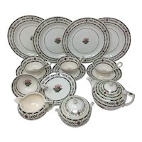 The Etruria By Wedgwood Green Laurel Creamware Dessert Set 17 Pieces