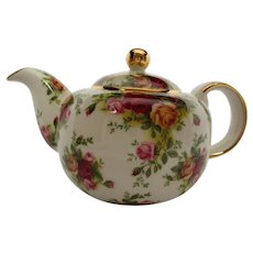 Royal Albert Old Country Roses Teapot Classic III