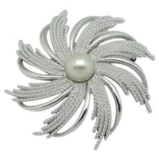Sarah Coventry Flower Brooch with Imitation Pearl