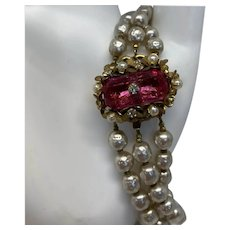 Stunning Miriam Haskell faux baroque pearl bracelet with pink glass clasp