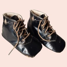 Vintage Early 1900's Child's Leather Shoes w Design