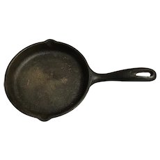 Pre-Griswold Miniature #0 Cast Iron Pan with Heat Ring