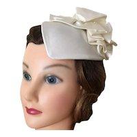 Vintage NWT Formal Ivory White Satin Fascinator Bridal Headpiece Wedding Hat