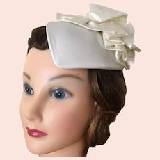 Vintage NWT Formal Ivory White Satin Fascinator Bridal Headpiece Wedding Hat