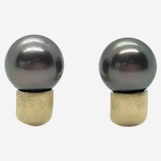 18 Kt Gold and Tahitian Pearl Earrings