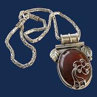 Vintage Southwestern Style Sterling Silver Polished Agate Pendant Necklace