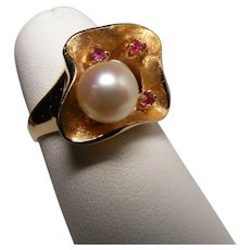 Beautiful Modernist Style Ring with Rubies and Cultured Pearl