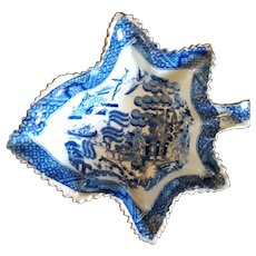 Naturalistic 19th C. Staffordshire Leaf-shaped Willow Pattern Pickle Dish