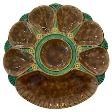 19th Century Minton Majolica Mottled Brown Green Oyster Plate with Cracker Well