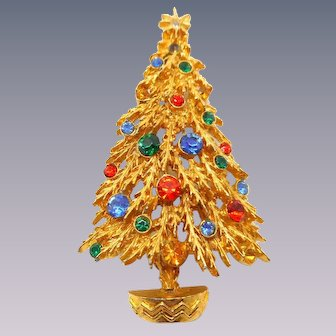 Signed ART Christmas Tree Pin