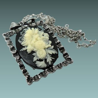 Vintage Black Molded Flower Cameo Necklace/Brooch