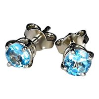 18 Kt white gold earrings with blue topazes diameter 5 mm