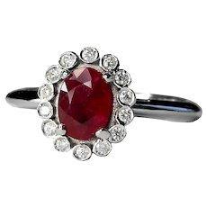 White gold ring 18 Kt with ruby 5x7 mm and 14 diamonds 0.14 Ct. , Col. G, purity SI