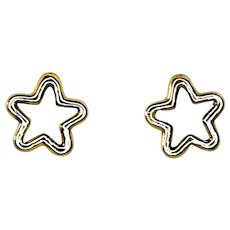 9 Kt yellow gold earrings in the shape of a small star.