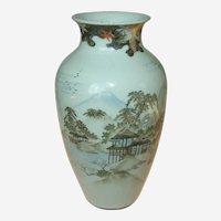Fine decorated vase, Japanese ca 1920's