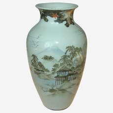 Fine decorated vase, Japanese ca 1920's
