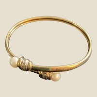 14K Yellow Gold Bracelet 2 cultured pearls and diamonds. Excellent