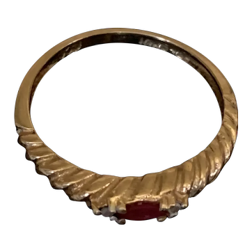"""10 KP solid gold twisted rope ring with oval red stone and 2 side diamonds size 6 - 61/4"""""""