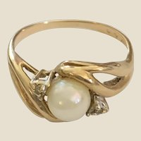 14 K Yellow Gold Ring Cultured Pearl and 2 side prong set diamonds