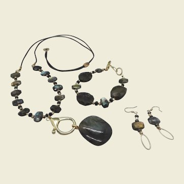 Northern Lights... jewelry set made of  Labradorite and Black Opal