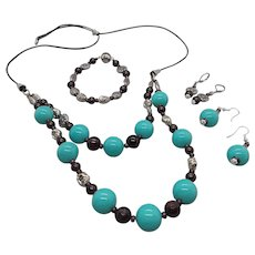 Salvador,  Bahia... jewelry set made of imitation (shell) pearls in turquoise color  and star garnet