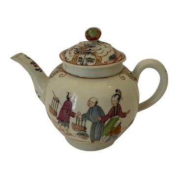 """Worcester """"chinoiserie"""" teapot."""