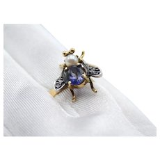 18kt Gold fly-shaped ring with iolite, freshwater cultured pearl and diamonds