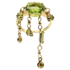 18kt Yellow gold ring with central peridot and pendants with peridots and diamonds