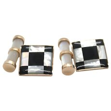 Cufflinks in 18 kt rose gold with chessboard made of a mother-of-pearl and onyx