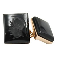 Cufflinks in 18kt rose gold with onyx engraved with warrior's head