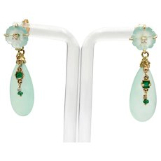 Fancy earrings in 18kt yellow gold with drops and flowers of chalcedony, emeralds and diamonds