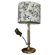 Table lamp with lampshade