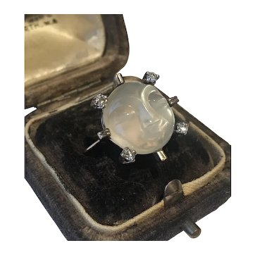 Vintage Moonstone Man in the Moon Diamond Ring, 18 Karat White Gold, Man in the Moon Ring, Diamond Ring, Man in the Moon Jewellery, exquisite piece.