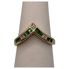 9k Emerald Chevron Ring