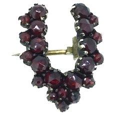 Small Wishbone Old Rose Cut Garnets Brooch Pin Gilt