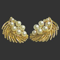 Vintage Signed Lisner Faux Pearls & Crystal Leaf Clips