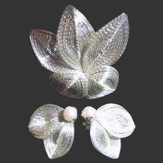 Vintage Silver Tone Wire Leaf & Pearl Brooch & Earrings Set