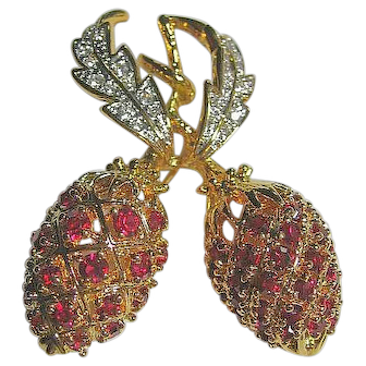 Camrose & Kross Figural Double Strawberry Brooch/Pin Jacqueline Kennedy