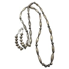 Vintage Handmade Navajo Pearl Bench Bead Sterling Silver Beaded Necklace