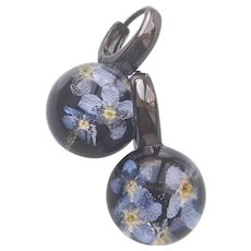 Small round earrings made of jewelry epoxy resin and forget-me-not flowers, natural jewelry